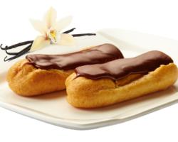 Эклер в шоколадной глазури